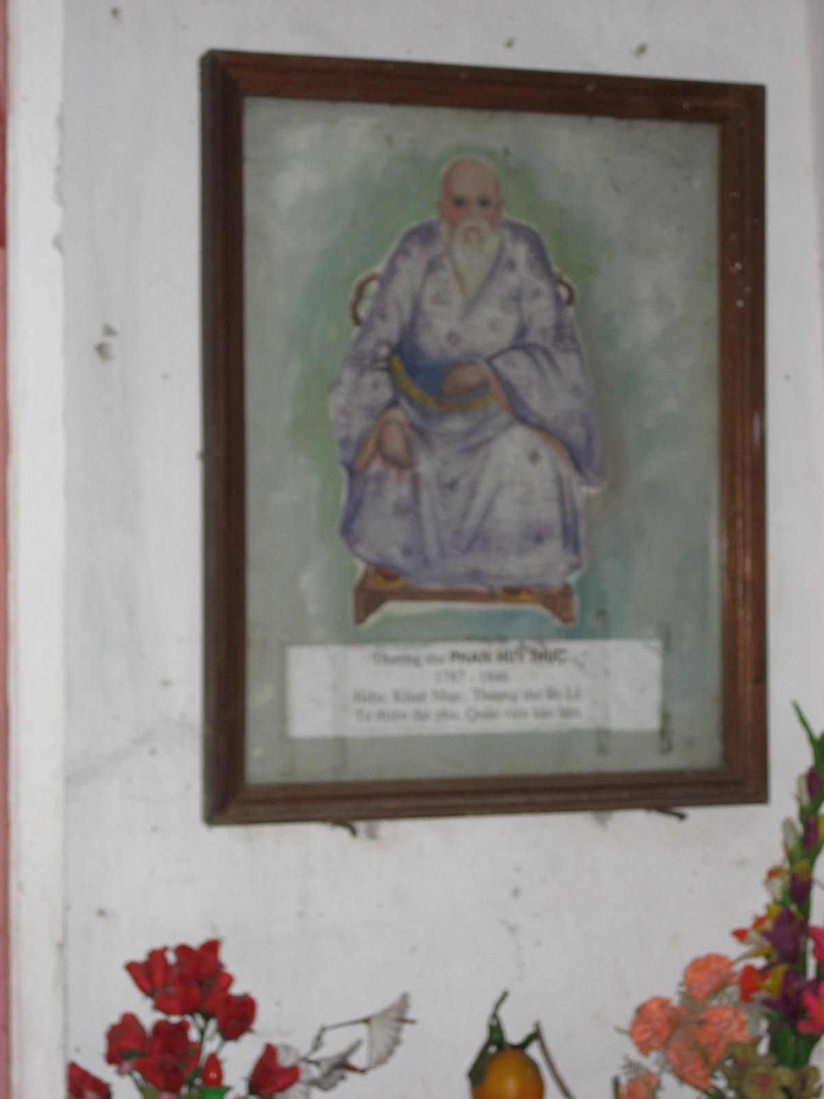 Ảnh ban thờ cụ Phan Huy Thực