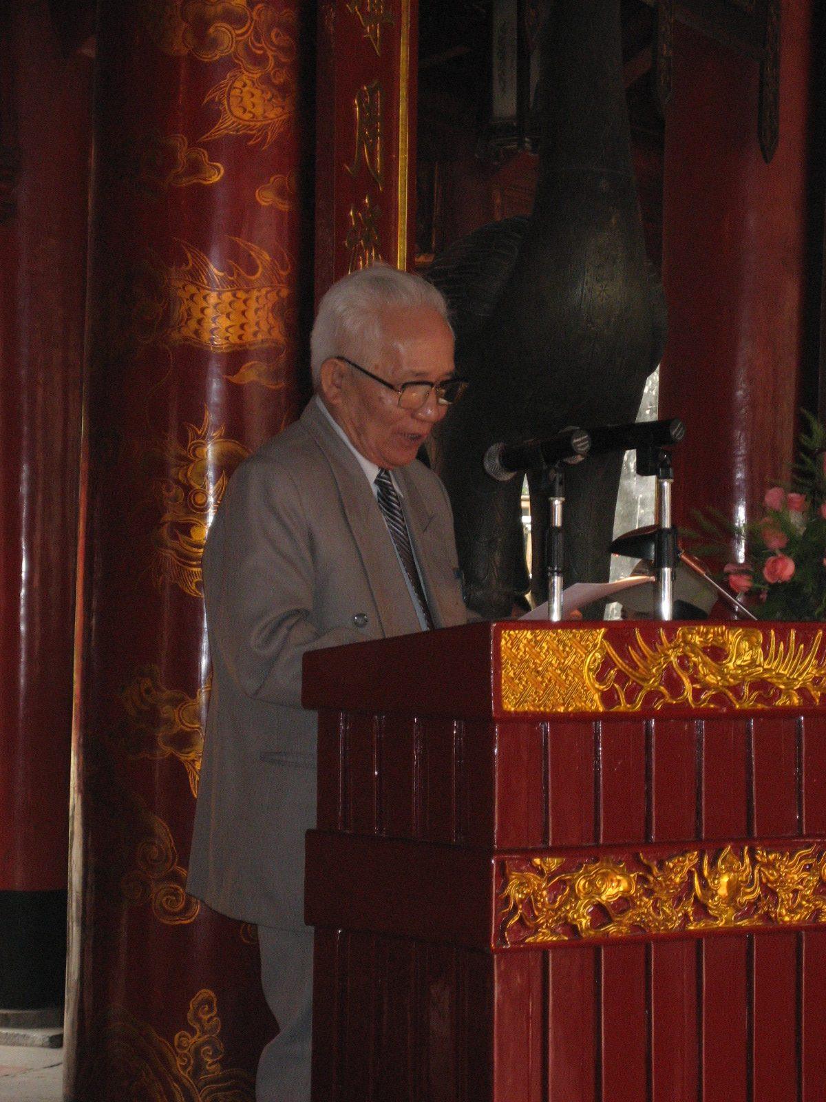 Cụ Phan Huy Khang phát biểu